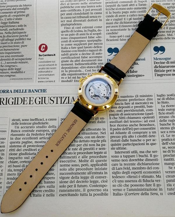 ルノータスの腕時計・裏側