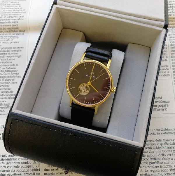ルノータスの腕時計の箱