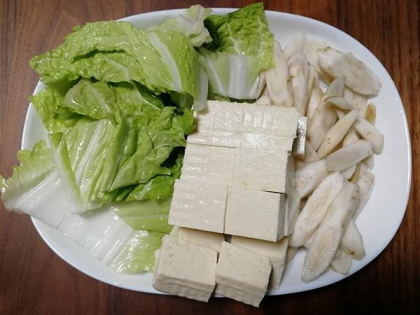 白菜、牛蒡、豆腐