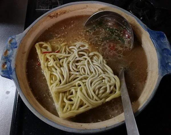 博多若杉のもつ鍋のちゃんぽん麺