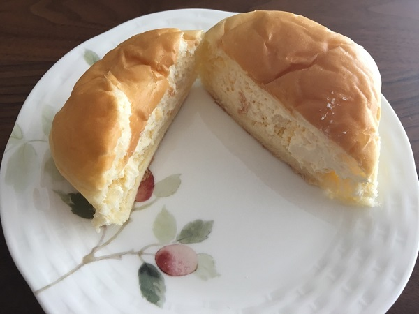 八天堂のくりーむパン、生クリーム