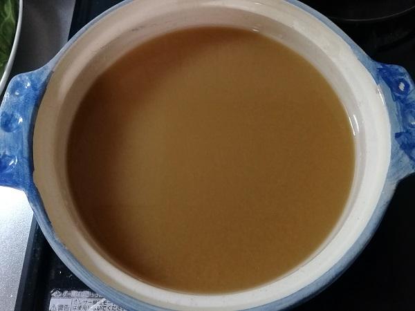 もつ鍋のスープを加熱している所