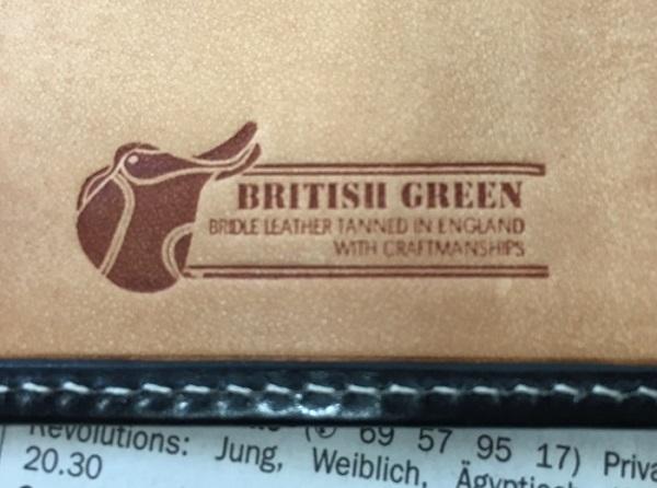 グレンチェックのブライドルレザー二つ折り財布のロゴ