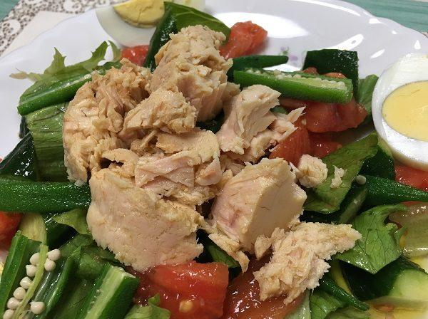 モンマルシェのオーシャンプリンセスホワイトツナ・エキストラバージンオリーブオイルを使用したサラダ