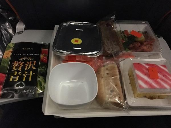 ステラの贅沢青汁と飛行機の機内食