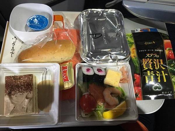 贅沢青汁と飛行機機内食