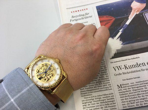 LOBORの腕時計、PREMIER COLLECTION『PREMIER JARDINE MESH 』を腕に装着した画像