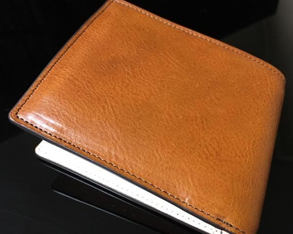 ココマイスターのマットーネを使用した二つ折り財布
