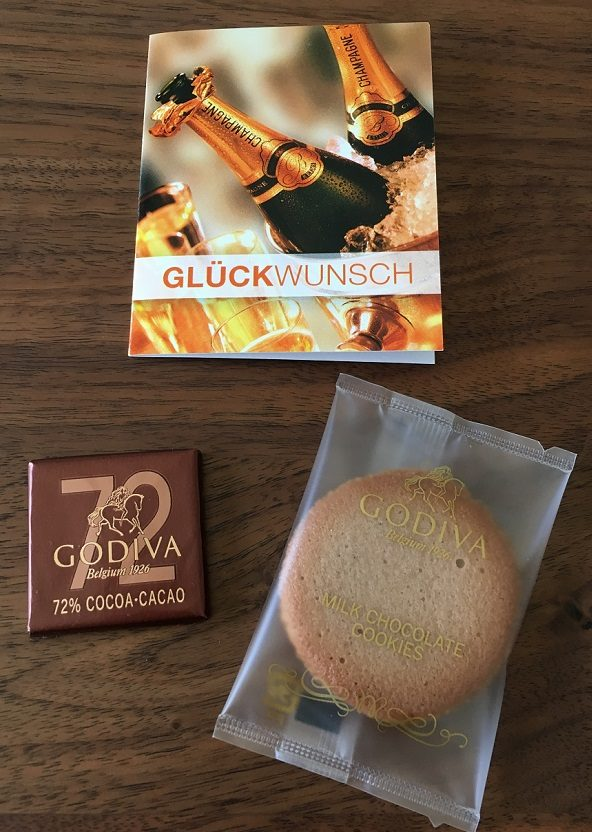 ゴディバ(GODIVA)のクッキーとカレ アソートメントとメッセージカード