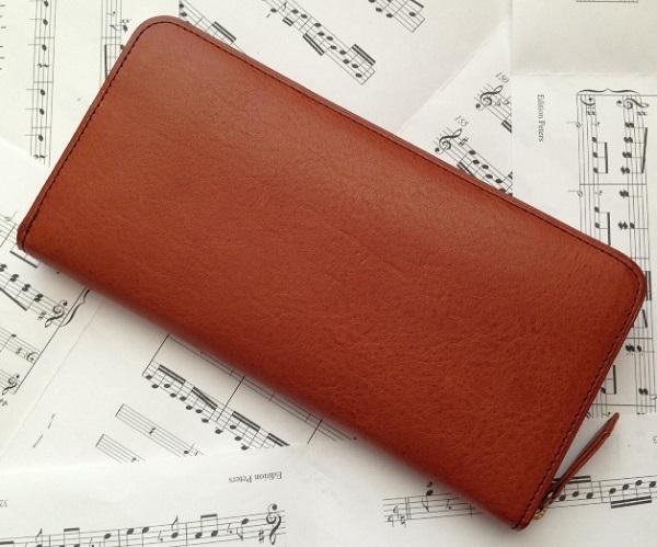 ココマイスターのマルティーニ・ミネルバボックスを使用した長財布