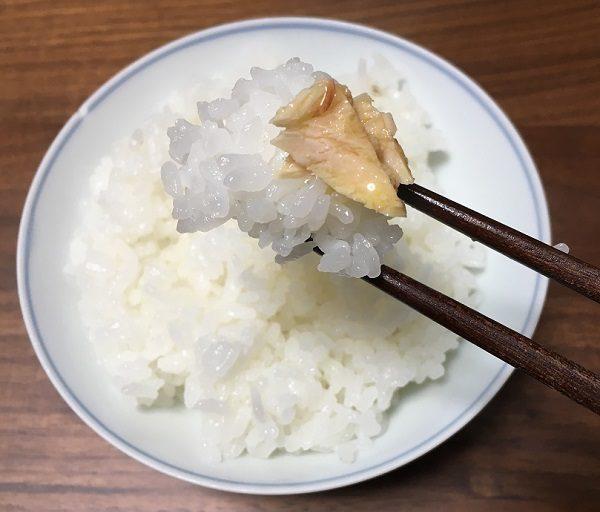 モンマルシェのツナ缶(オリーブオイル)とご飯