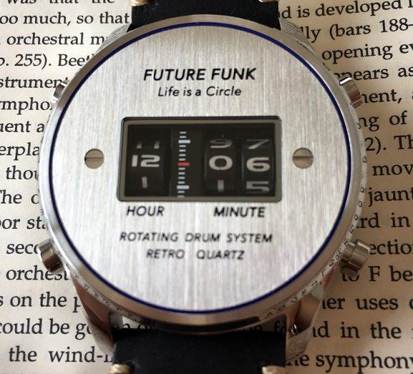 FUTURE FUNK(フューチャーファンク)の文字盤