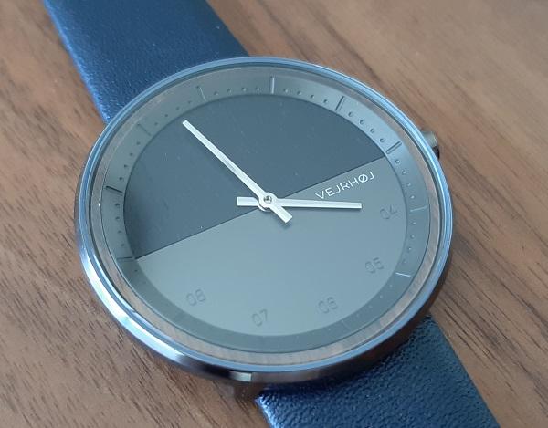 VEJRHØJの腕時計の文字盤