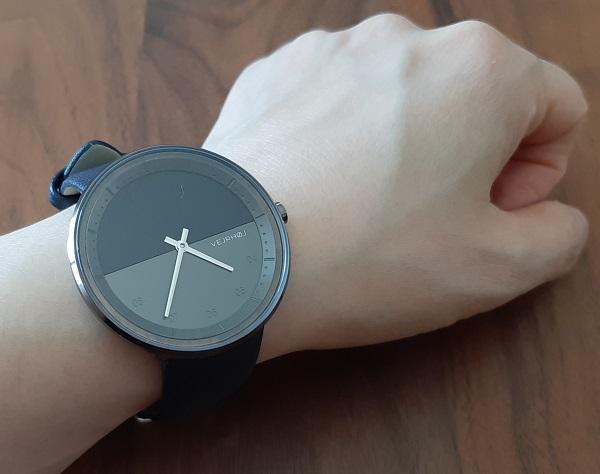 VEJRHØJ(ヴェアホイ)の腕時計の装着画像