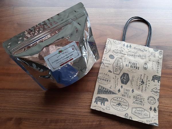 珈琲きゃろっとのコーヒー豆とプレゼント用紙袋