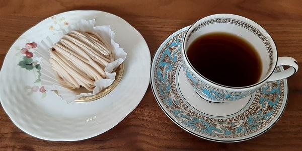 珈琲きゃろっとのコーヒーとモンブラン