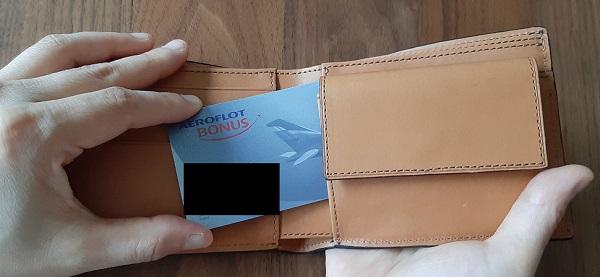 クラフスト(crafsto)のブライドルレザー 二つ折り財布、小銭入れの裏の隠しポケット