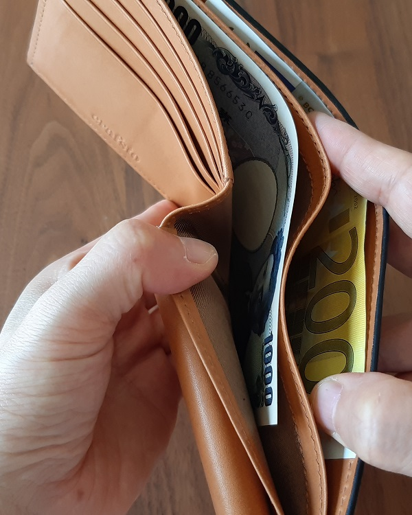 クラフスト(crafsto)のブライドルレザー 二つ折り財布の札入れ