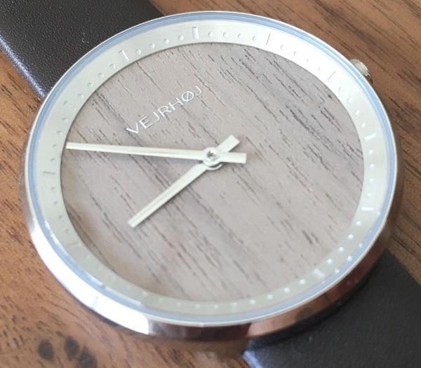 VEJRHØJ(ヴェアホイ)の腕時計の文字盤