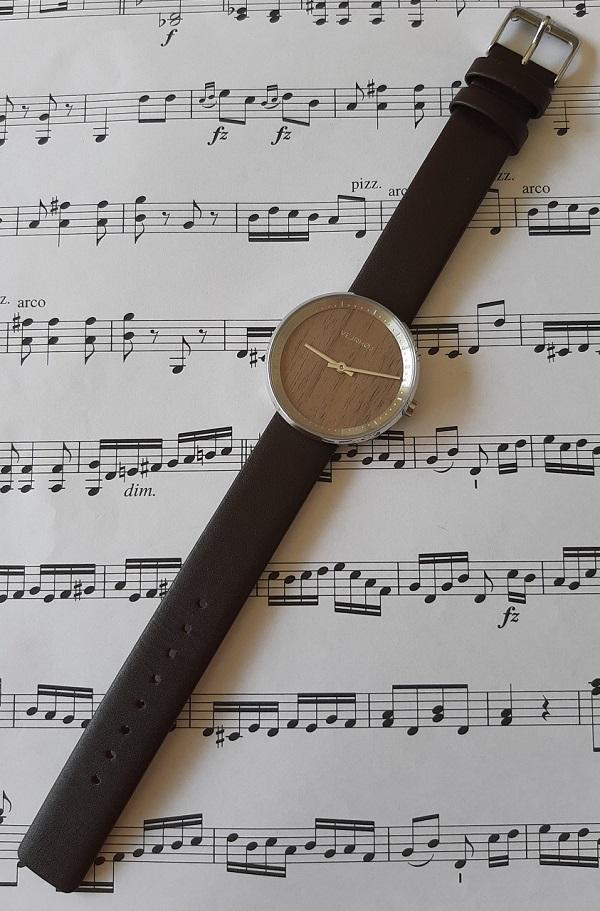 VEJRHØJ(ヴェアホイ)のレディース腕時計『NORA』