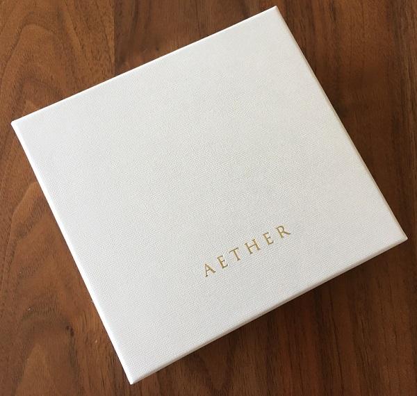 エーテルのスプリットメタリックレザー「リュミエール」キーケースの箱