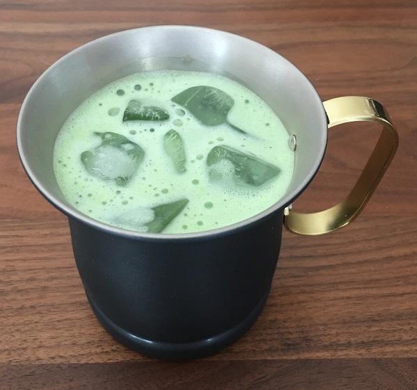 コパドアの銅製マグカップに淹れた抹茶ミルク